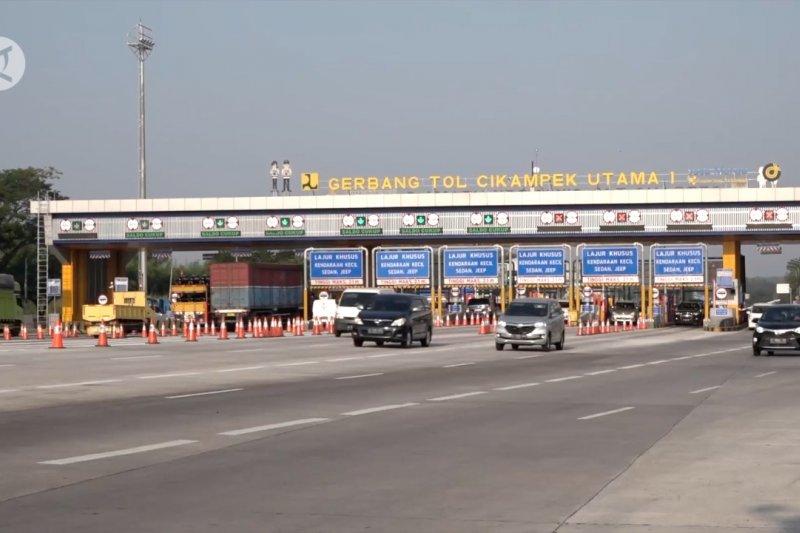 Kendaraan keluar Jakarta masih mendominasi Gerbang Tol Cikampek Utama