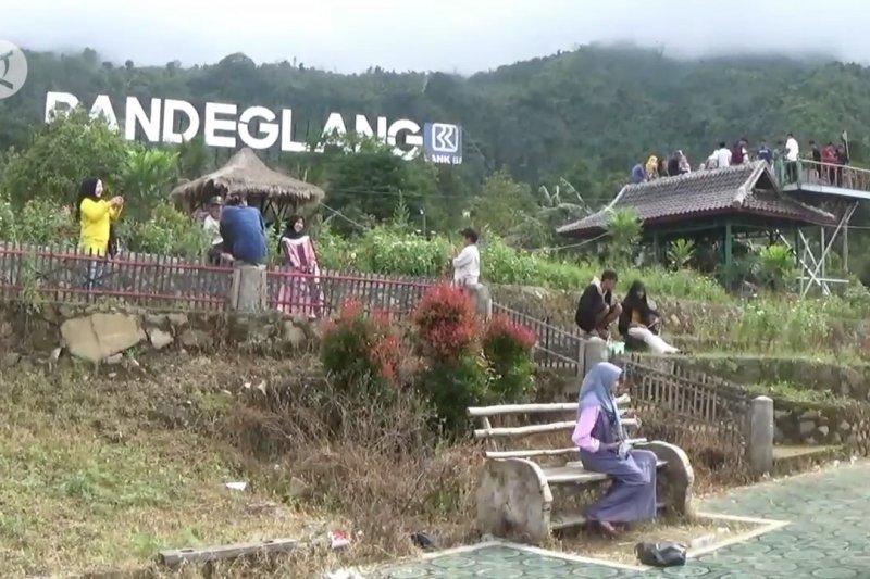 Wisata Saung Biru, menikmati keindahan Pandeglang dari ketinggian