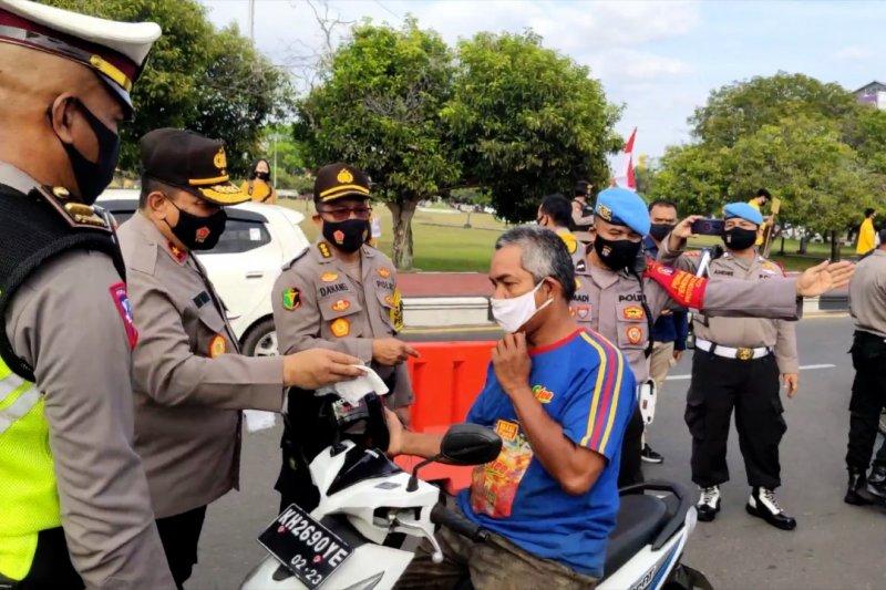 Polda Kalteng bagikan 1000 masker gratis