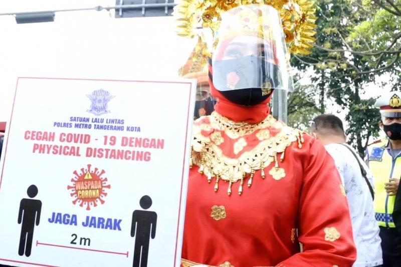 Polrestro Tangerang Kota bagikan 2000 masker kepada pengemudi