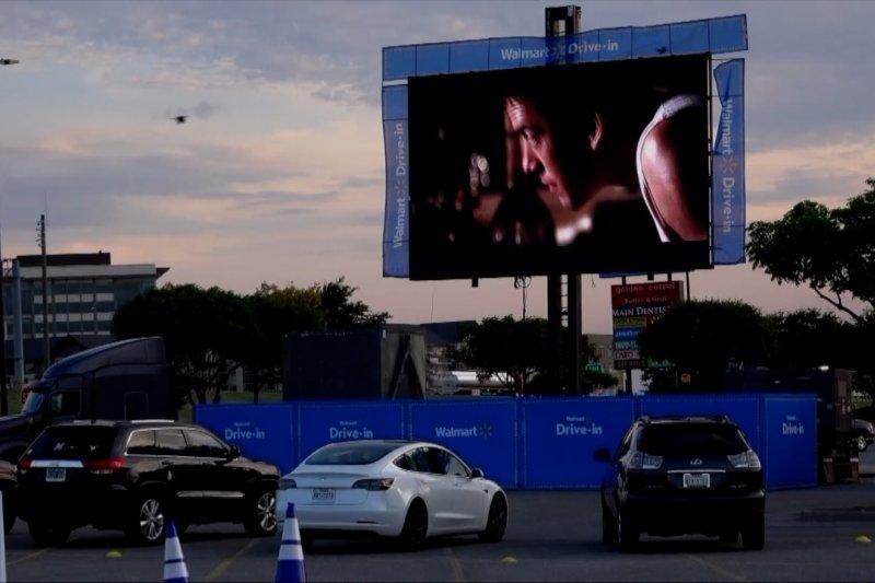 Walmart sulap 160 lahan parkirnya jadi bioskop drive-in