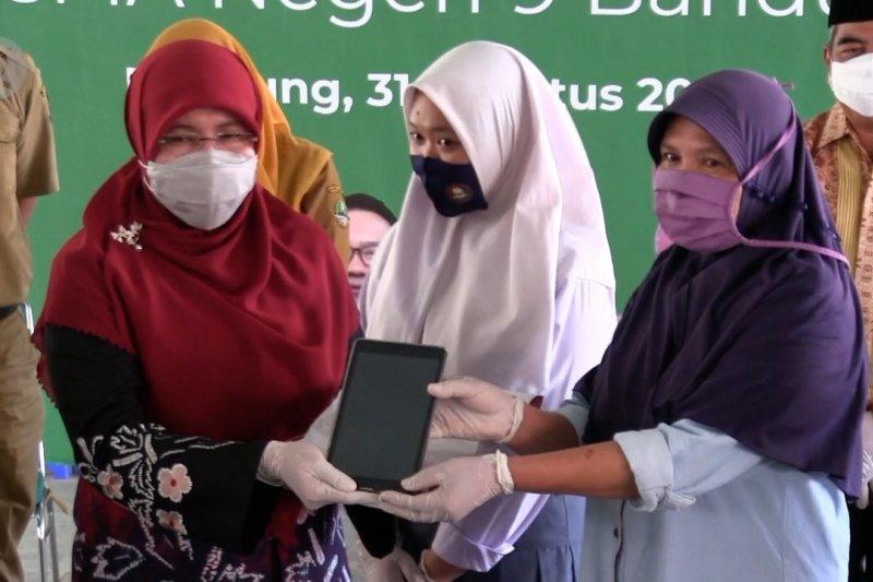 38.323 siswa SMA Jabar dapat pinjaman tablet untuk belajar daring
