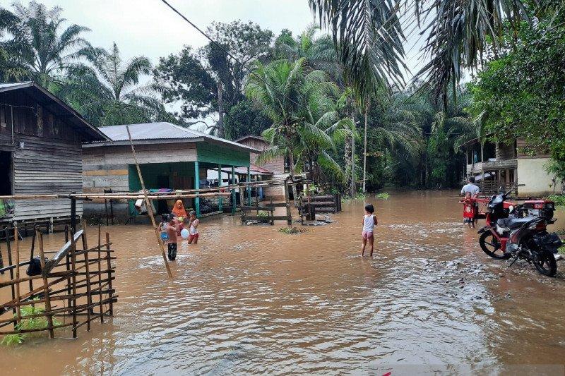 Banjir sedalam satu meter rendam sembilan desa di Aceh Singkil