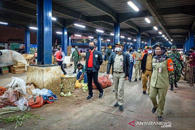 Pemkot Jaksel tata pedagang tumpah di Pasar Minggu