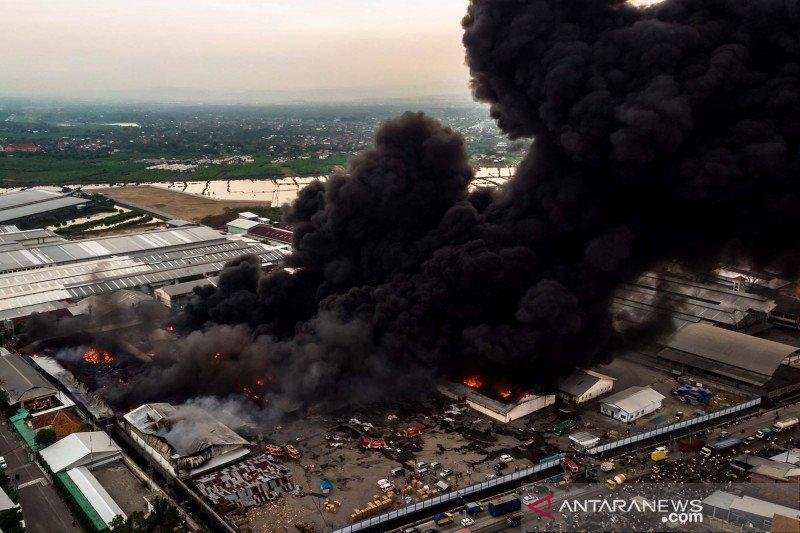Pabrik Polytron di Demak terbakar