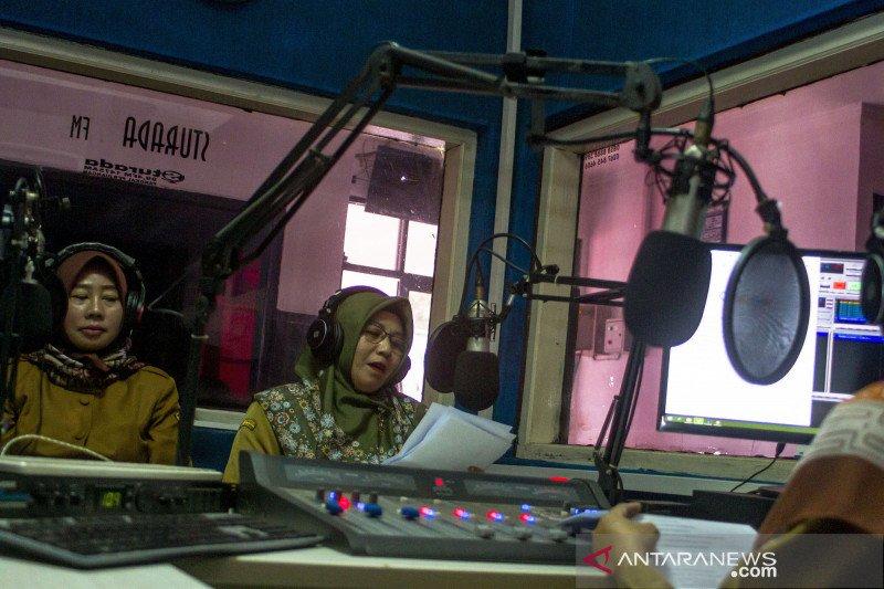 Pembelajaran jarak jauh melalui siaran radio