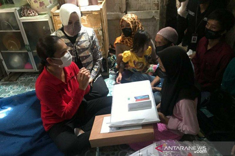 Siswa madrasah di Garut kesulitan sekolah daring dibantu Kemensos