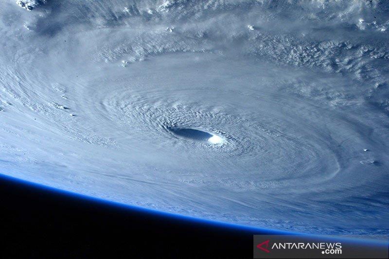 Topan Maysak hantam wilayah Semenanjung Korea, putus aliran listrik
