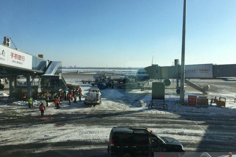 103 penerbangan di China dibatalkan akibat topan, sekolah diliburkan