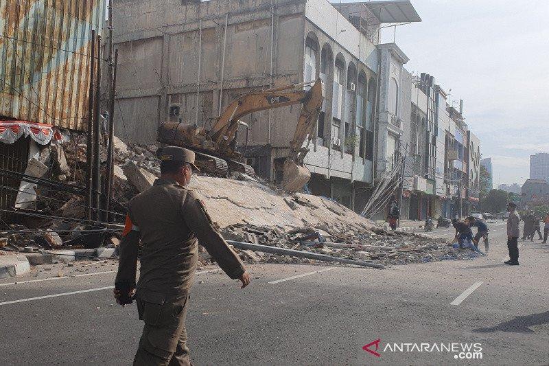 Polsek Gambir periksa 10 saksi terkait ambruknya ruko di Kyai Caringin