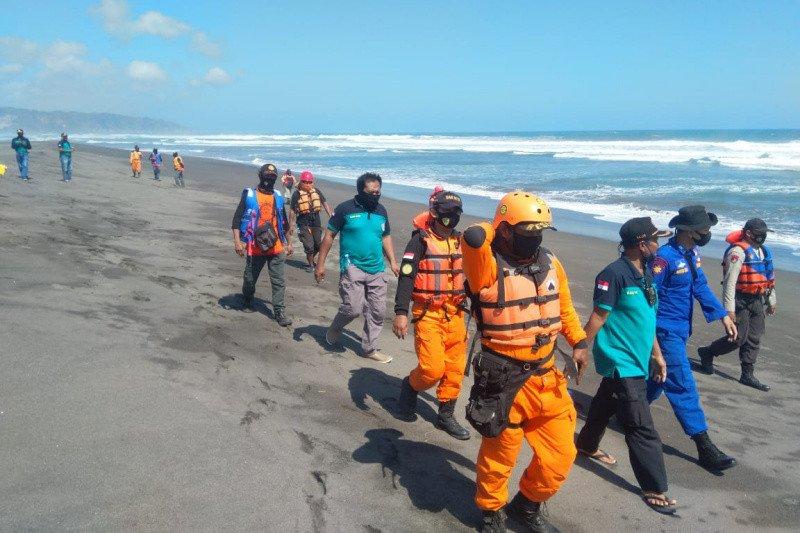 Satu wisatawan tenggelam di Pantai Parangtritis belum ditemukan