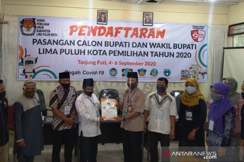 Satu-satunya calon perseorangan Pilkada Limapuluh Kota Ferizal-Nurkhalis mendaftar ke KPU