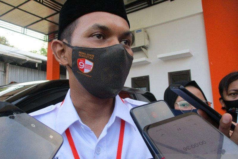 Pasangan Rini-Santoso mendaftar di KPU Kabupaten Blitar