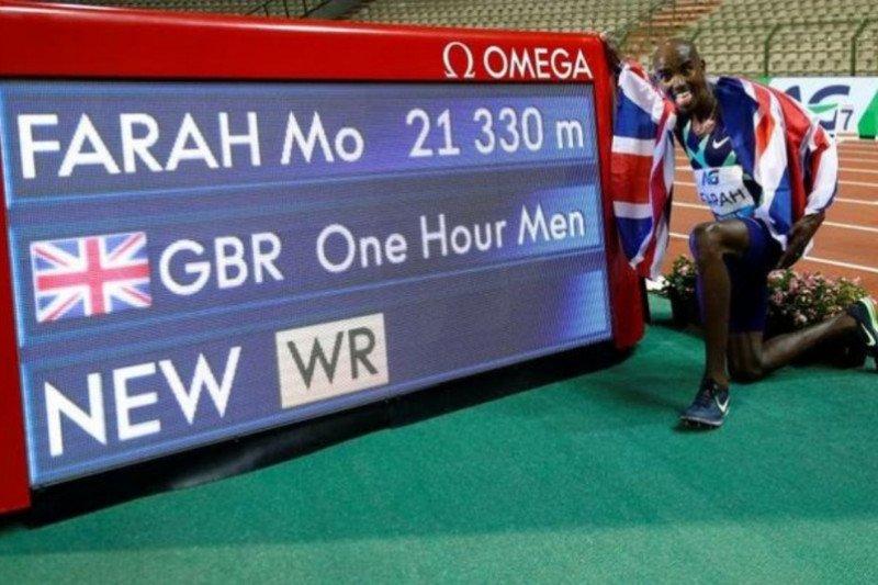 Mo Farah kembali ke lintasan dan pecahkan rekor dunia lari satu jam