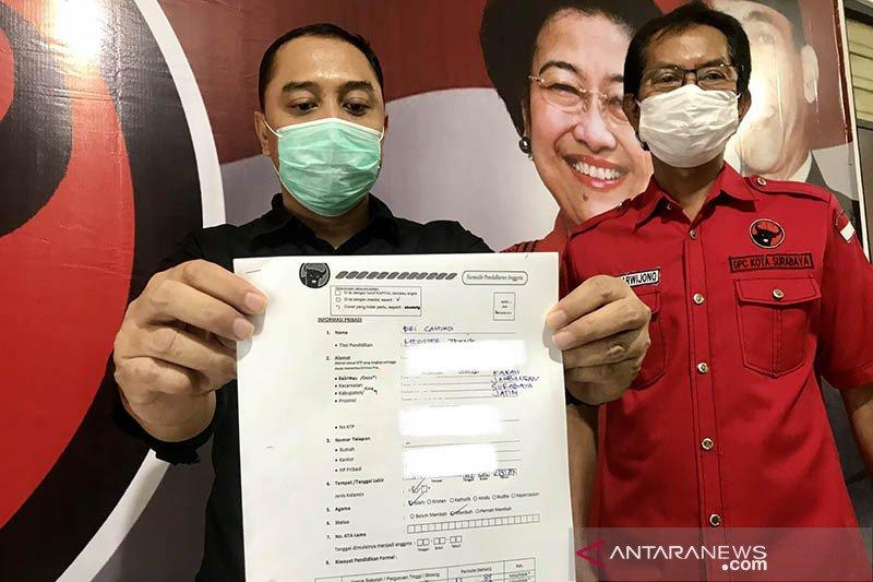Bacawali Surabaya Eri Cahyadi urus KTA PDIP