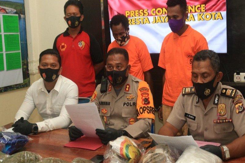 Polisi tangkap dua pengedar dan amankan 3,5 kg ganja asal PNG