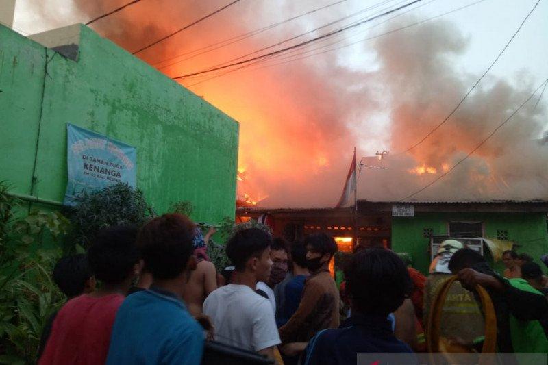 Dinsos mulai dirikan tenda pengungsian di lokasi kebakaran Bali Mester