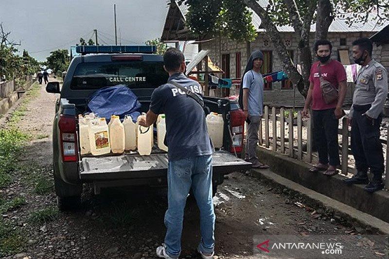 Polres Maluku Tengah berantas minuman keras sampai ke dusun-dusun