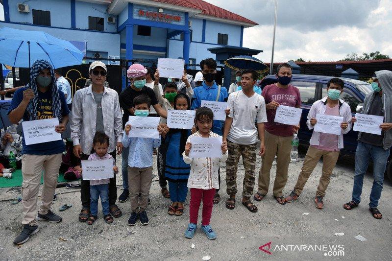Imigran berunjuk rasa di Rudenim Pekanbaru