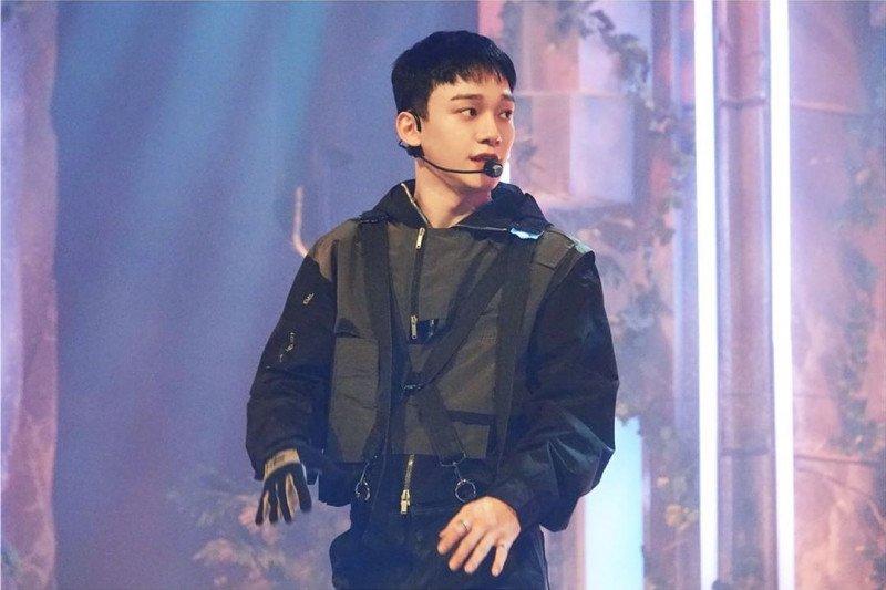 Chen EXO nyanyikan lagu