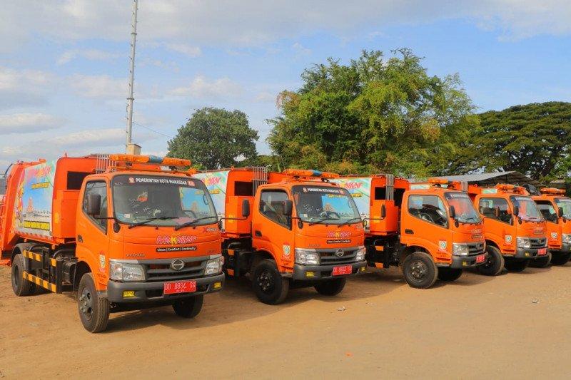 Pemkot Makassar operasikan lima truk sampah compactor percontohan