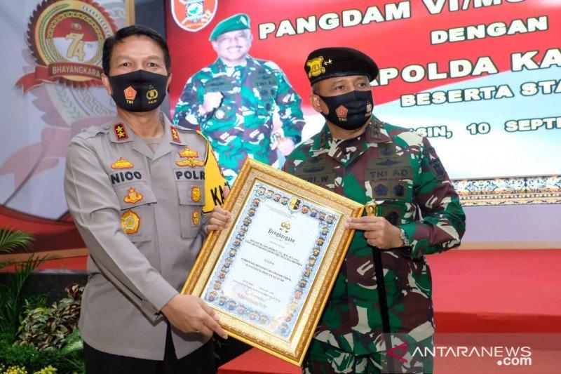 Pangdam VI/Mulawarman terima baret Komandan Kehormatan Harkamtibmas
