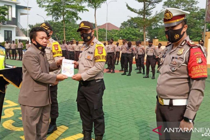 """Lemkapi sumbang buku """"Viral Polisi"""" ke Polres Tangsel"""