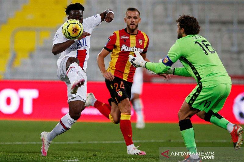 PSG kalah dari Lens akibat kesalahan kiper Marcin Bulka