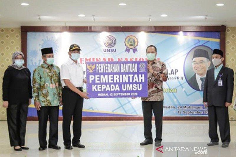 Menteri PMK serahkan berbagai bantuan di Medan