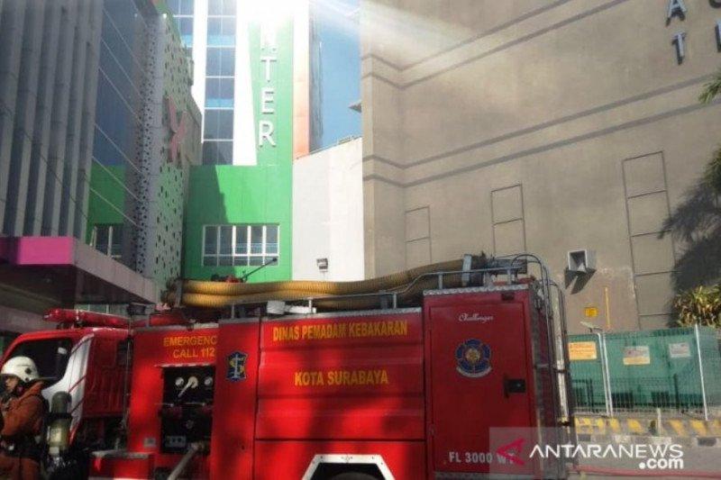 Basemen Gedung Onkologi RSUD Dr Soetomo Surabaya terbakar