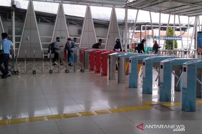 Hari pertama PSBB di DKI, penumpang KRL dari Stasiun Bogor lancar