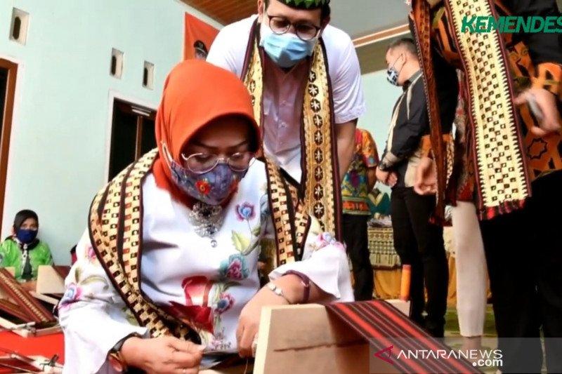 BUMDes dukung kelangsungan usaha kerajinan di Lampung