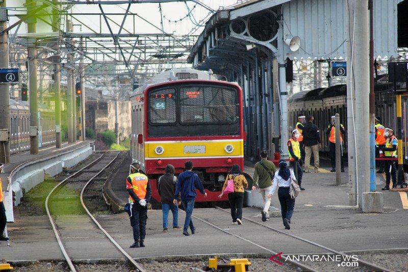 Hari pertama PSBB kedua, penumpang KRL turun 19 persen