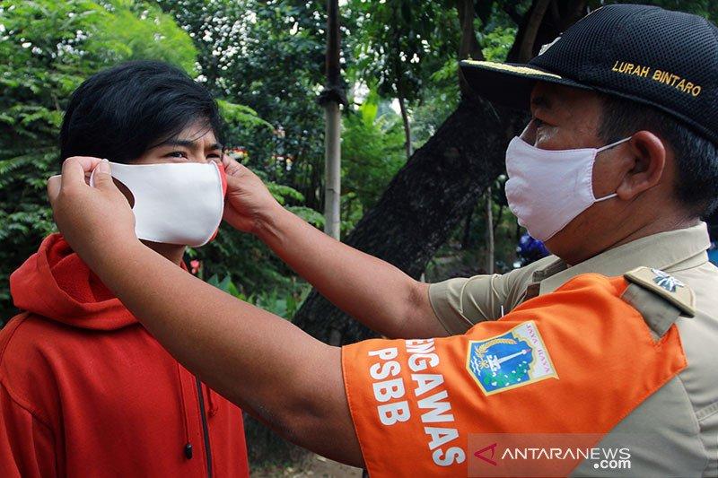 Ada pembagian masker yang diberi bius? Cek faktanya