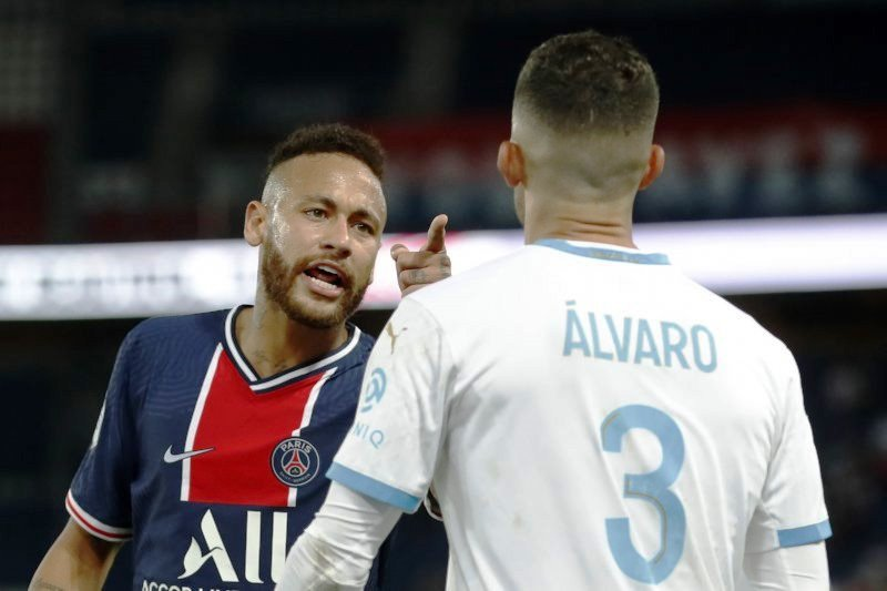 Marseille tuding Neymar hina pemain Jepang Hiroki Sakai