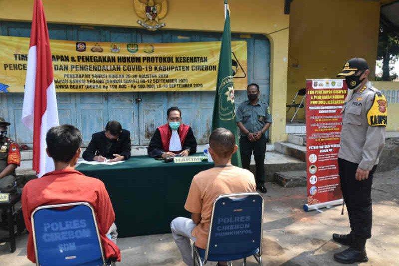 Petugas gabungan di Cirebon gelar operasi yustisi protokol kesehatan