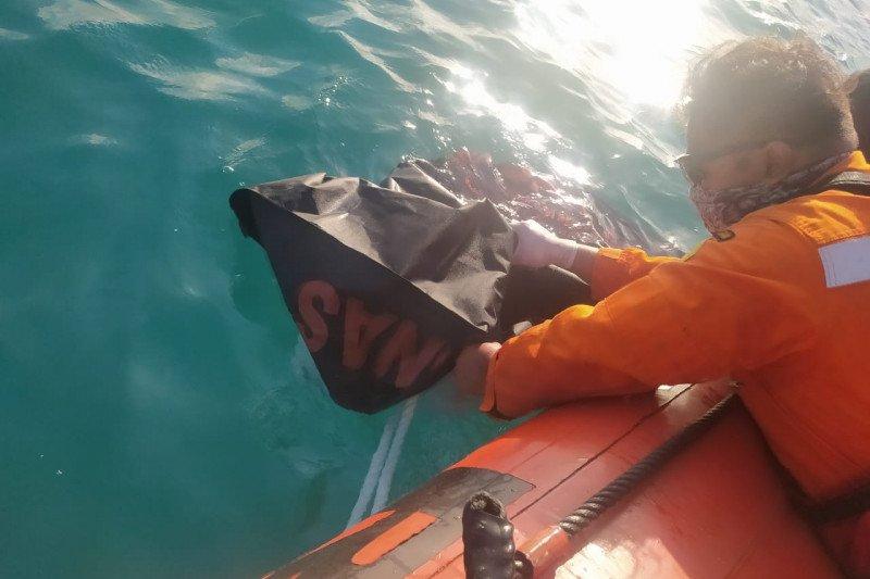Tim SAR menemukan mayat wisatawan tenggelam di Pantai Mandalika Lombok