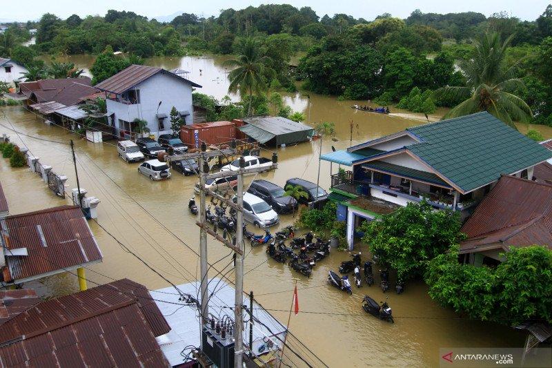 Banjir besar lumpuhkan Kapuas Hulu