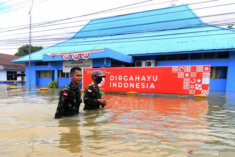 Peduli korban banjir, Polres Kapuas Hulu bagikan sembako