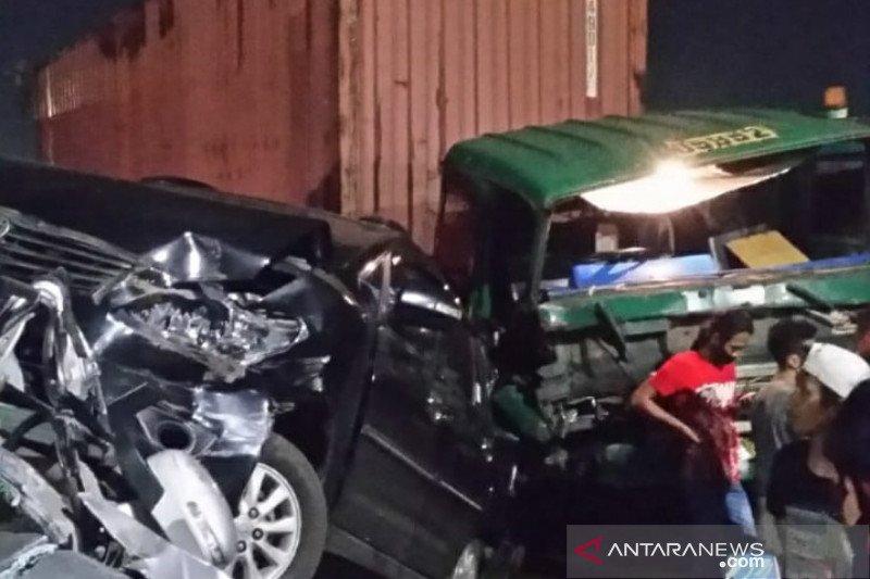 Kecelakaan beruntun libatkan truk trailer dan minibus di Jakarta Utara