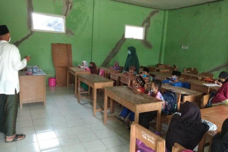 Perketat protokol, madrasah diniyah di Lebak-Banten KBM tatap muka