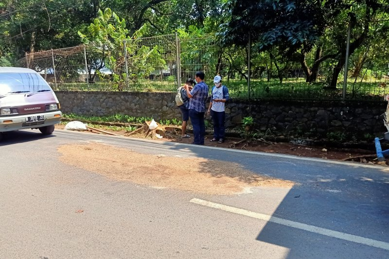Seorang anggota Polri ditemukan tewas berlumuran darah di dekat rumahnya, polisi gelar tempat kejadian