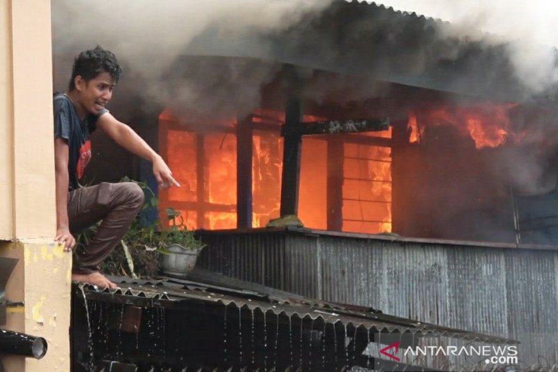 Kebakaran hanguskan 35 rumah di Makassar
