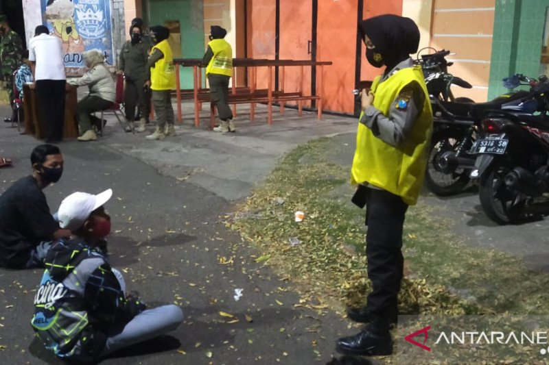 Pemburu pelanggar protokol kesehatan Probolinggo sasar keramaian