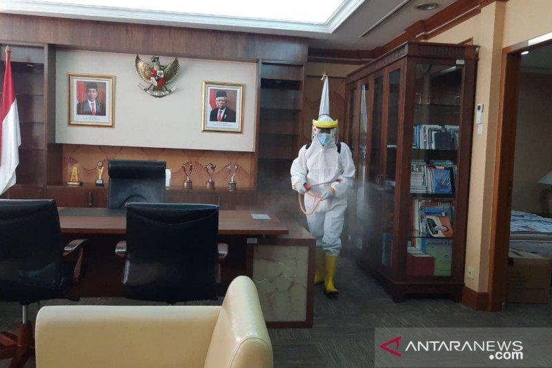 PMI gunakan 1.500 liter disinfektan di Kantor Wali Kota Jakarta Barat