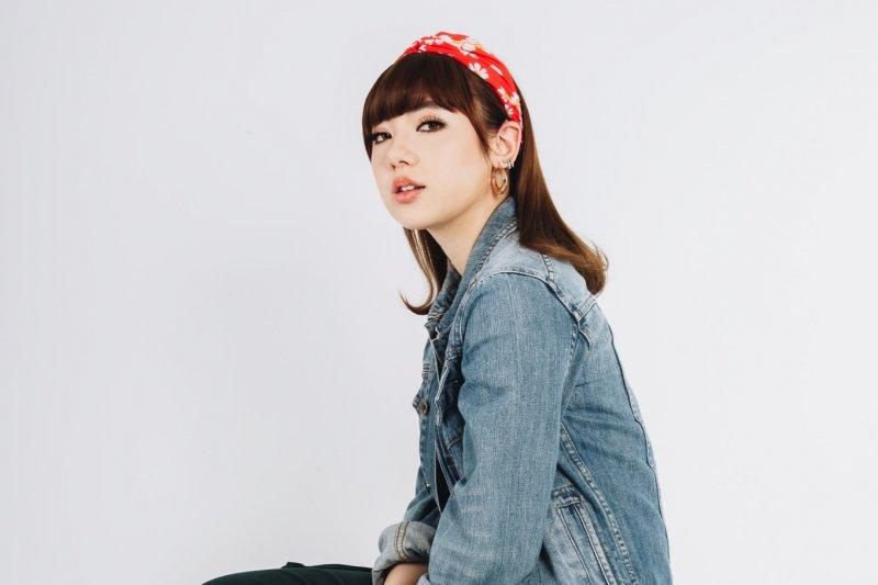 Penyanyi Jerman-Thailand Jannine Weigel luncurkan single