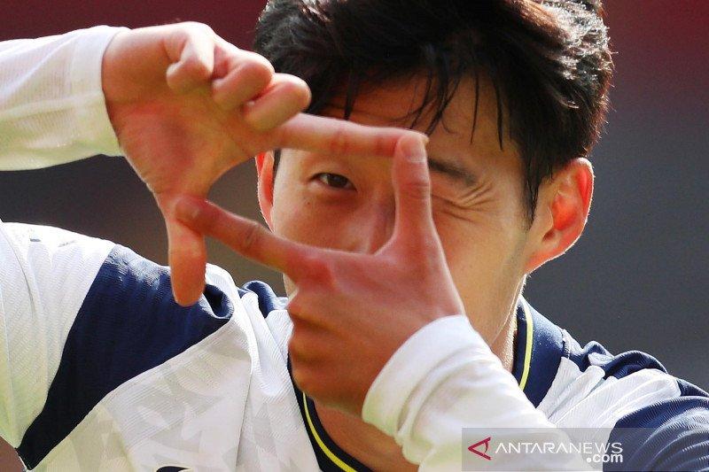 Aksi Son Heung-min saat cetak empat gol ke gawang Southampton
