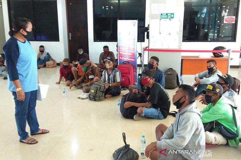 Penumpang asal Pelabuhan Bau-Bau masuk ke Sorong tanpa izin