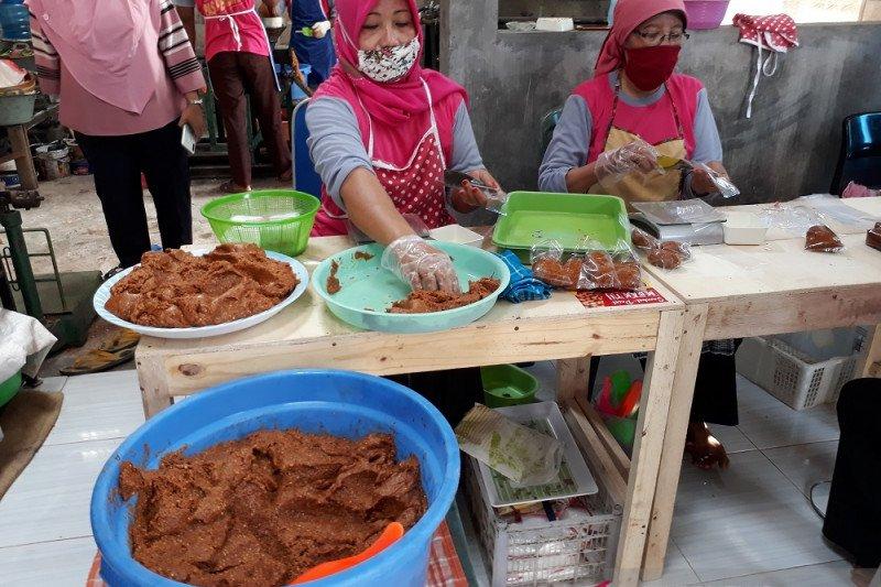 Omset usaha sambal pecel di Kediri naik saat pandemi COVID-19