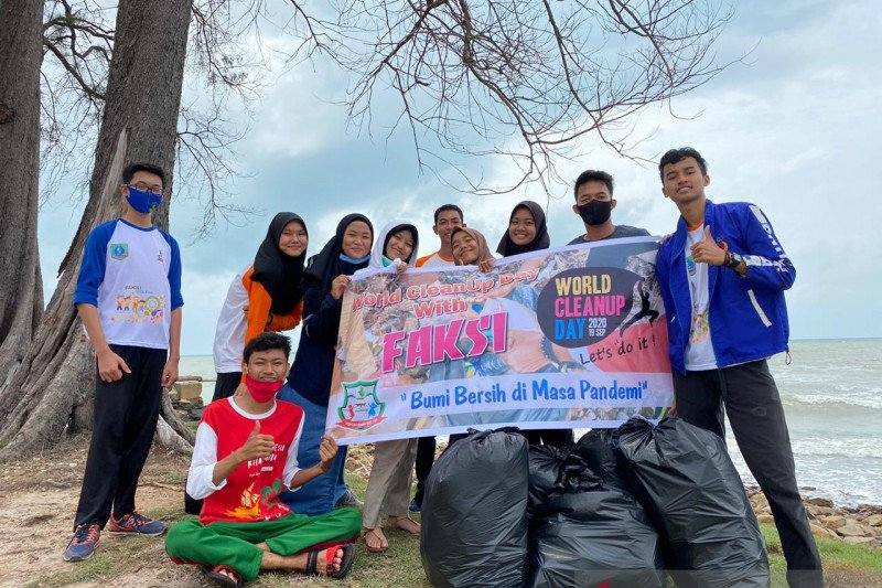 Bersihkan sampah, Forum Anak Laskar Pelangi gelar